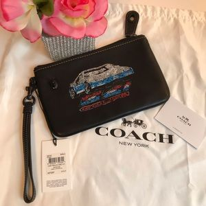 Coach Turnlock Wristlet 21 Leather Coupe Car